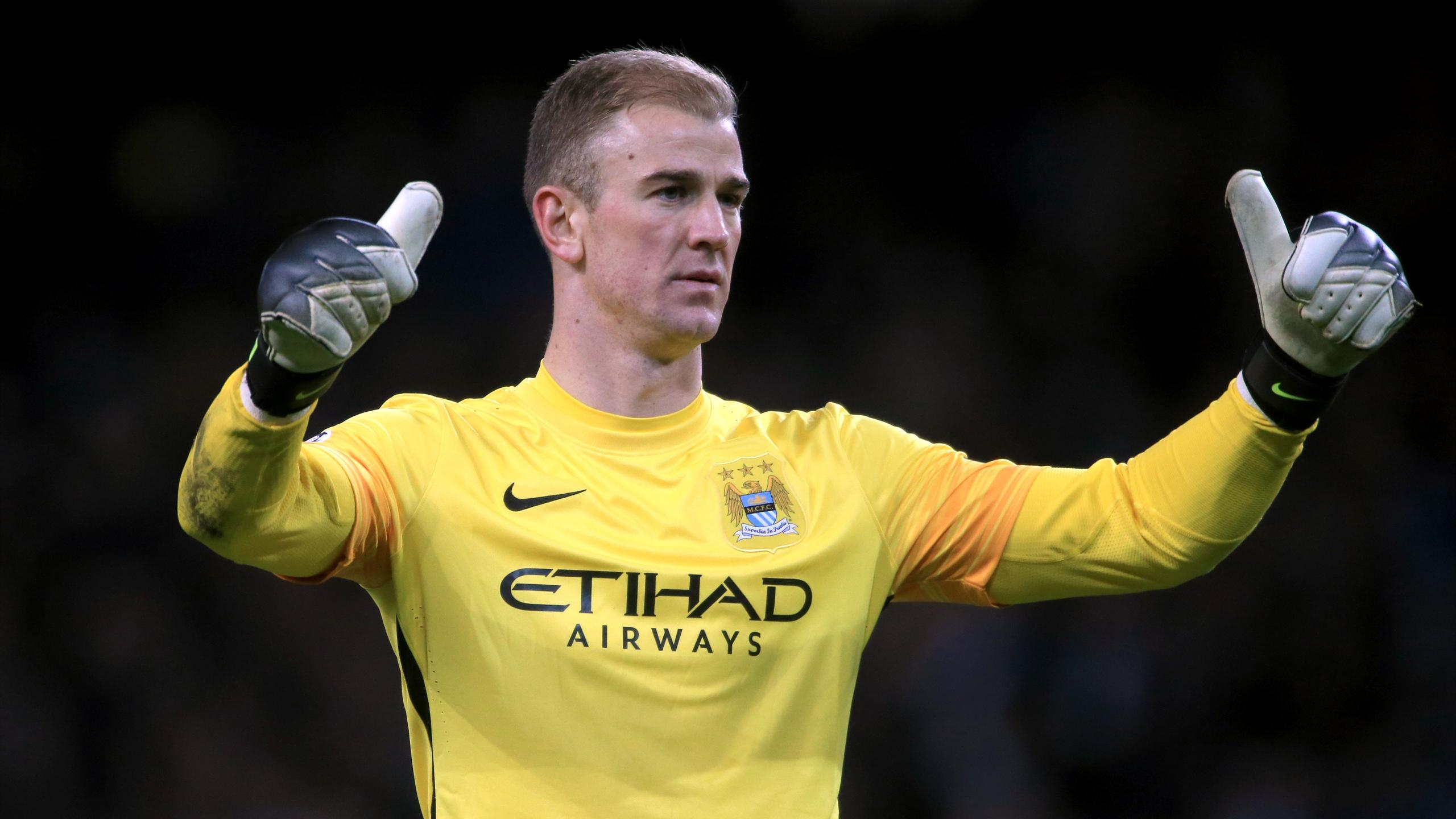 Manchester City goalkeeper Joe Hart gives the thumbs up