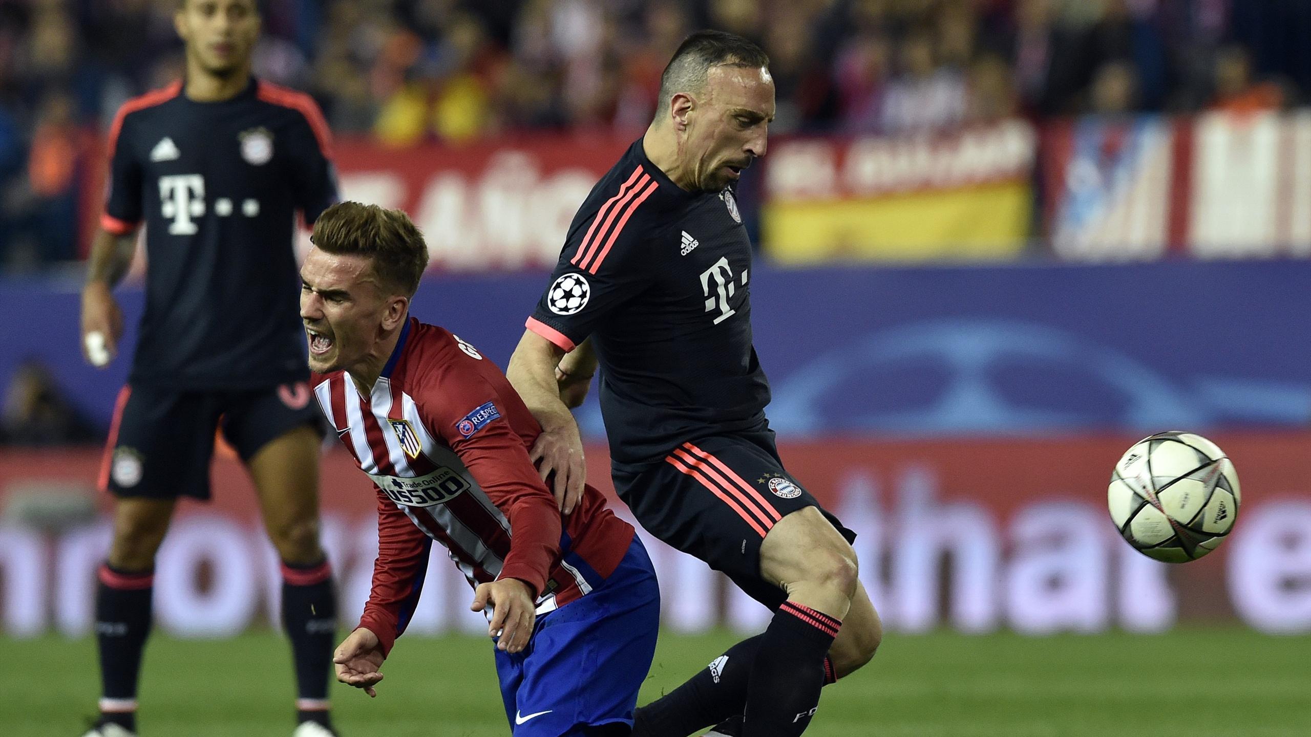Ribéry au duel avc Griezmann lors d'Atlético-Bayern