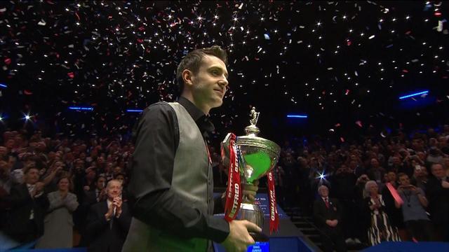 Mark Selby'nin şampiyonluk serisi ve Leicester bayraklı kutlaması