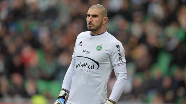 Saint-Etienne attaque en justice l'agent de Ruffier, le gardien ne devrait pas jouer contre Rennes