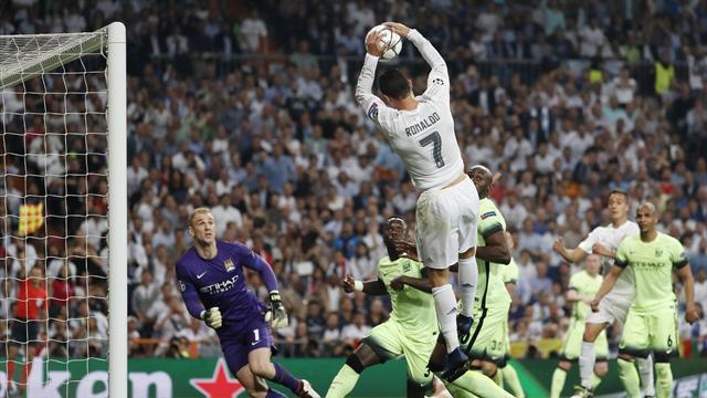 Ronaldo sait tout faire, même dunker à deux mains