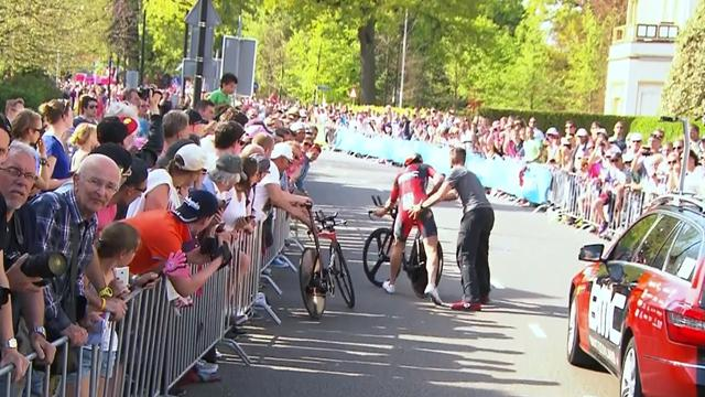 Stefan Kung wipes out security barrier (and fan…)