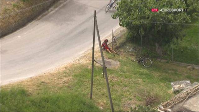 Oss takes spoils in intermediate sprints, crashes into garden fence