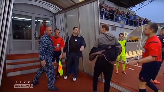 Зозуля напал со спины на арбитра, спровоцировав драку после матча «Днепра» с «Зарей»