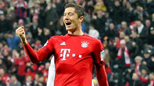 Левандовский стал первым легионером забившим 30 голов за сезон в Бундеслиге