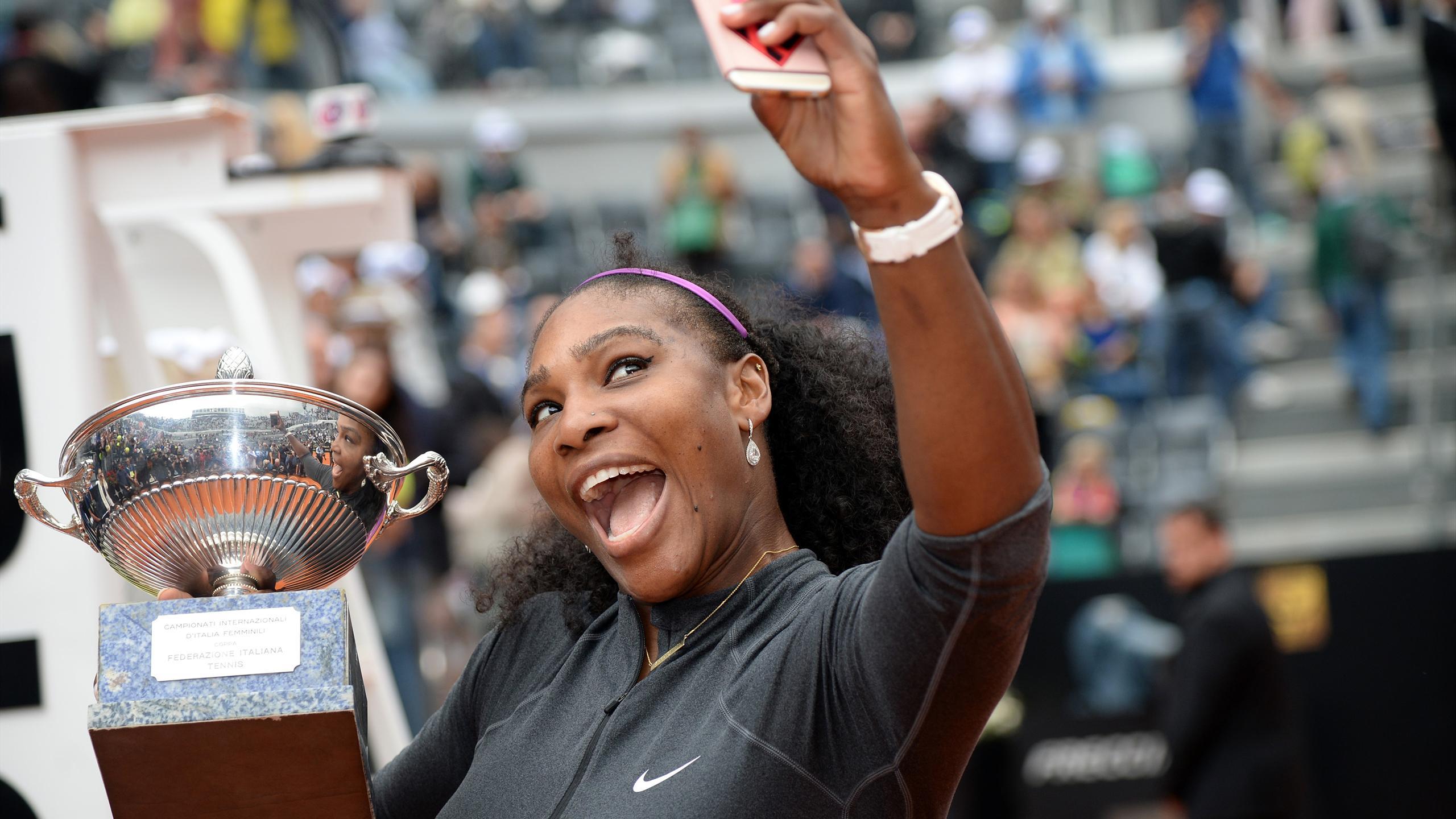 Serena Williams haciéndose eun selfie tras ganar el título en Roma