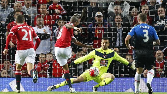 Manchester United termine bien et assure la Ligue Europa