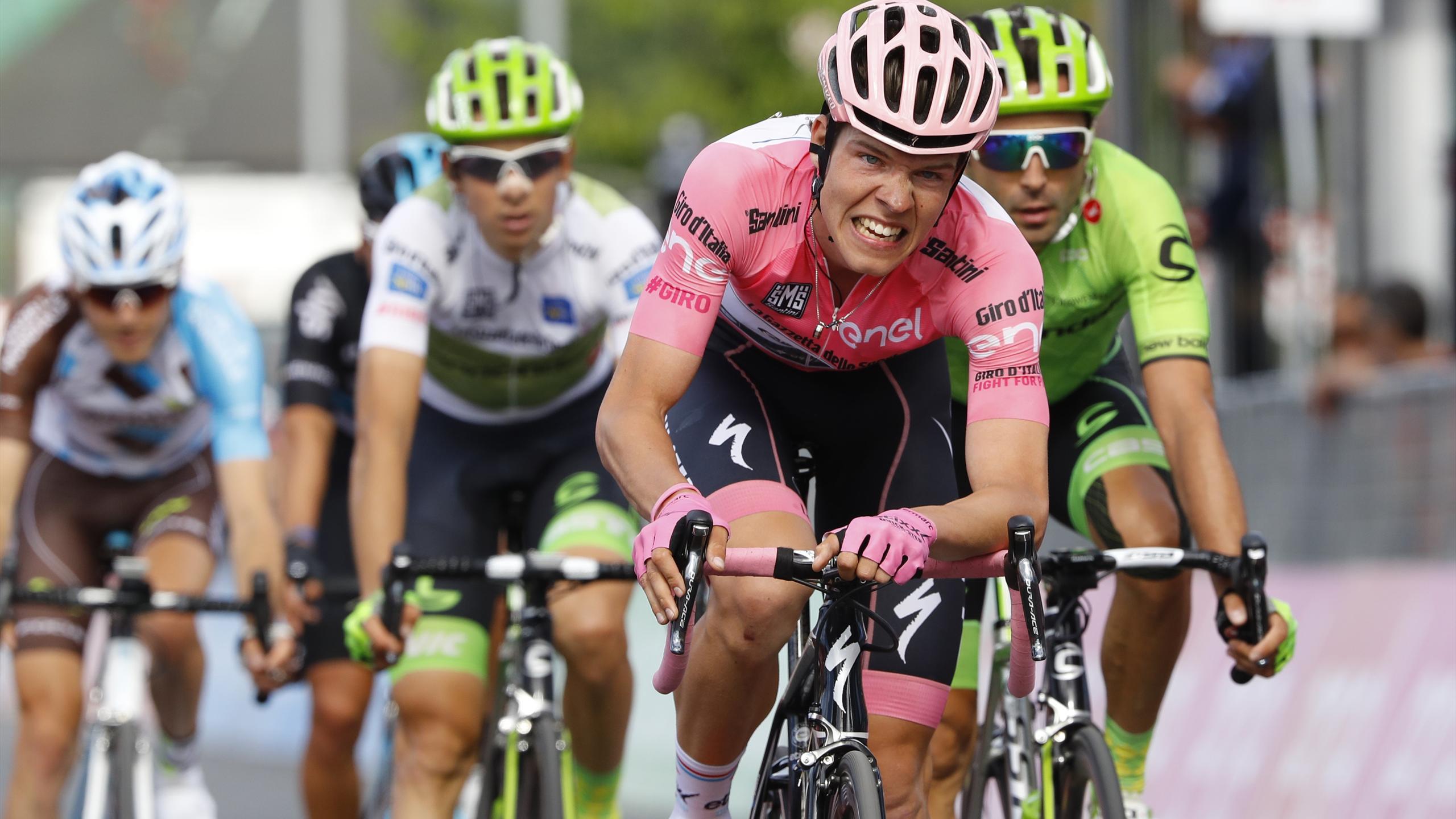 Bob Jungels (Etixx - Quick Step) abandonne son maillot rose après la 13e étape du Giro