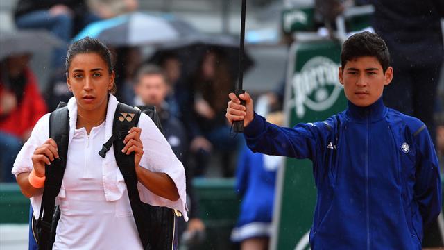 Roland Garros'un ilk gününe yağmur damga vurdu