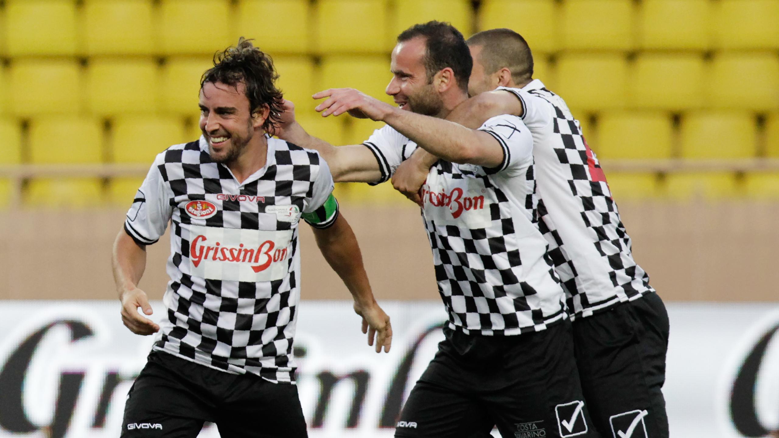 Фернандо Алонсо забил гол в благотворительном матче