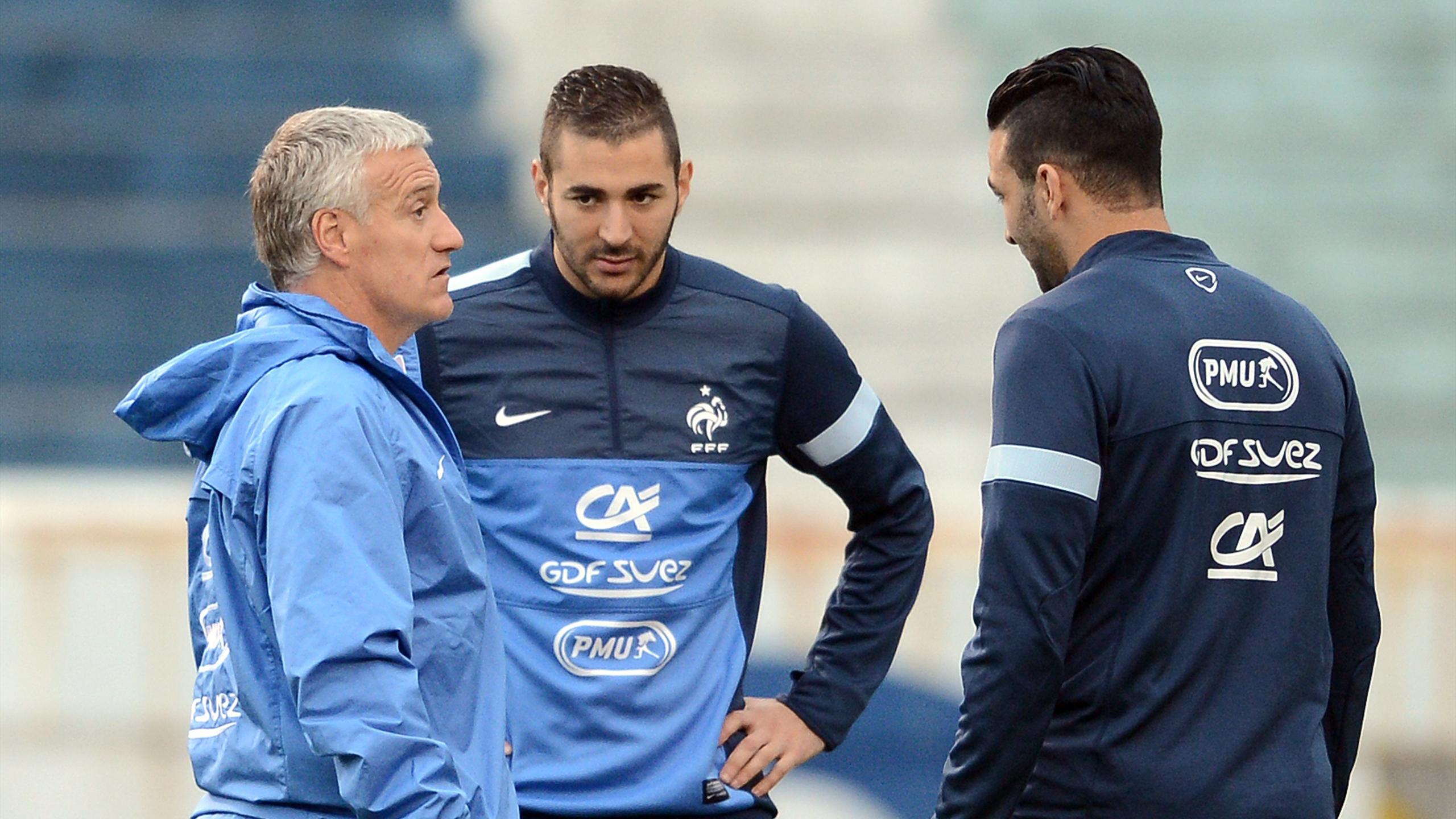 Deschamps discute avec Benzema et Rami au Brésil en juin 2013