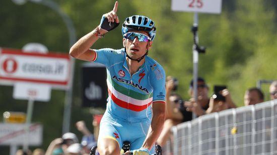 Chaves nueva maglia rosa tras la exhibición de Nibali que queda segundo