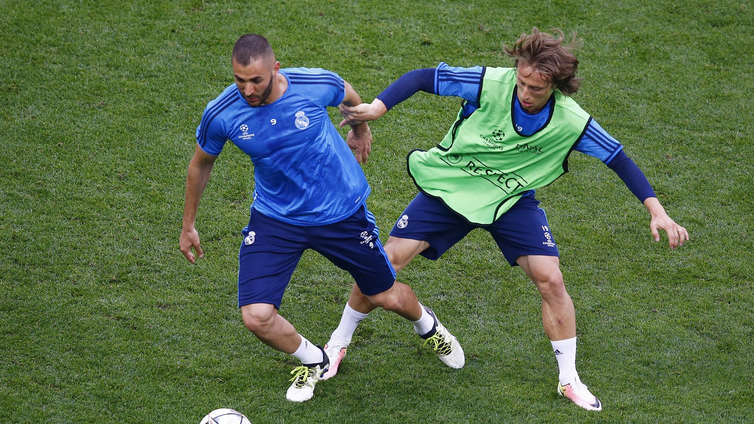 Real Madrid's Karim Benzema and Luka Modric during training