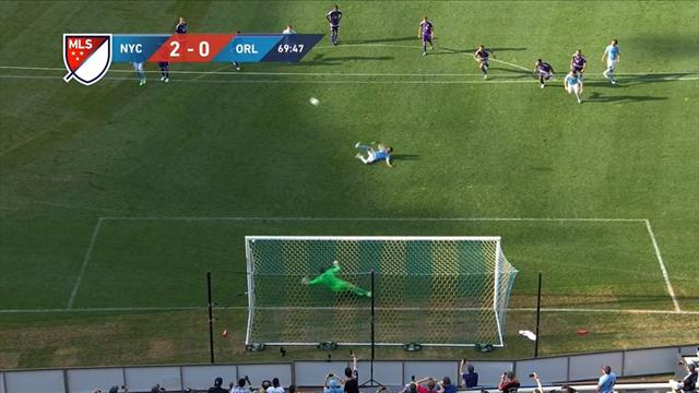 Villa la joue comme Beckham et envoie son penalty dans les nuages
