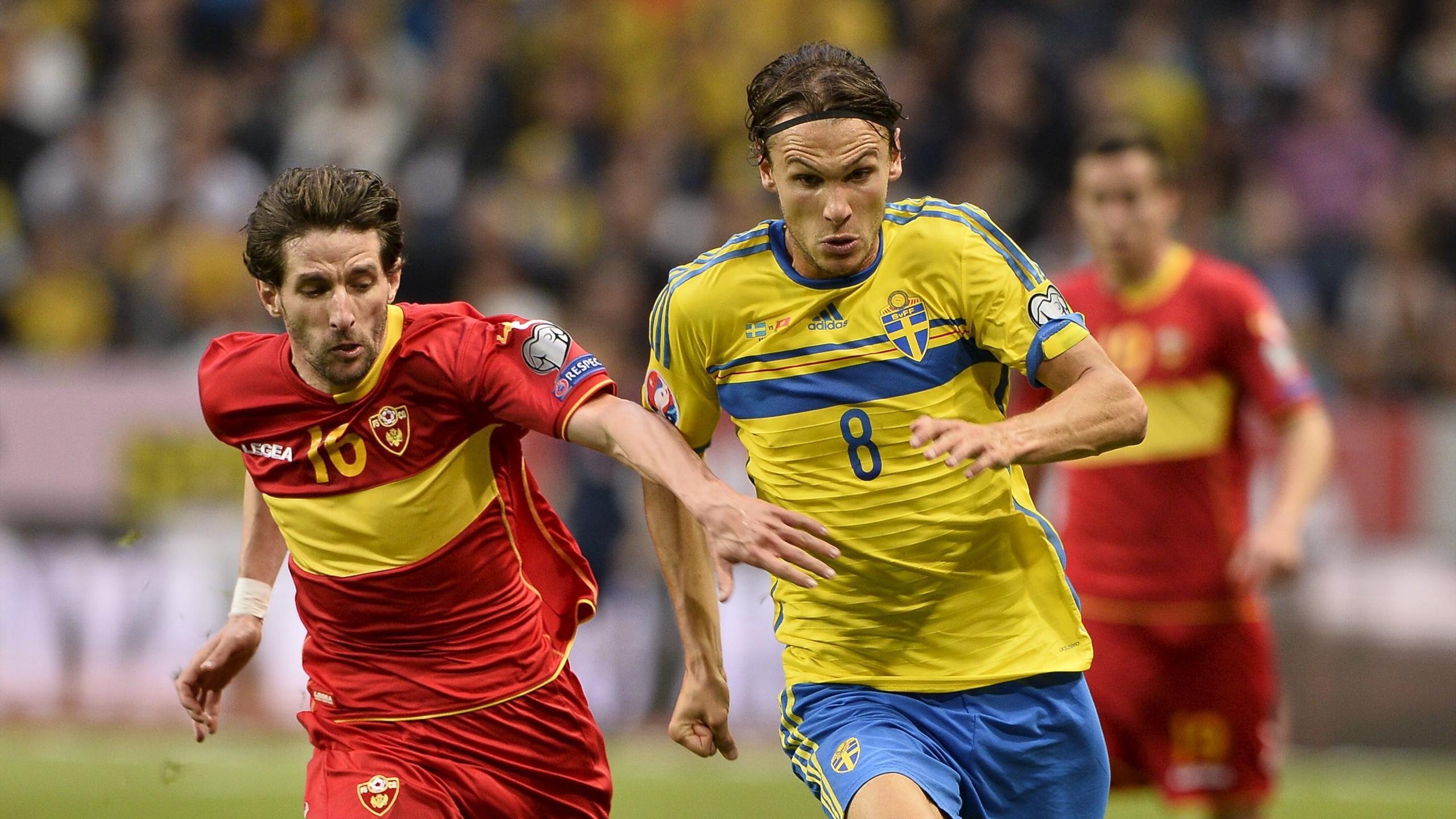 Montenegro's Mladen Kascelan, left, fights for the ball with Sweden's Albin Ekdal