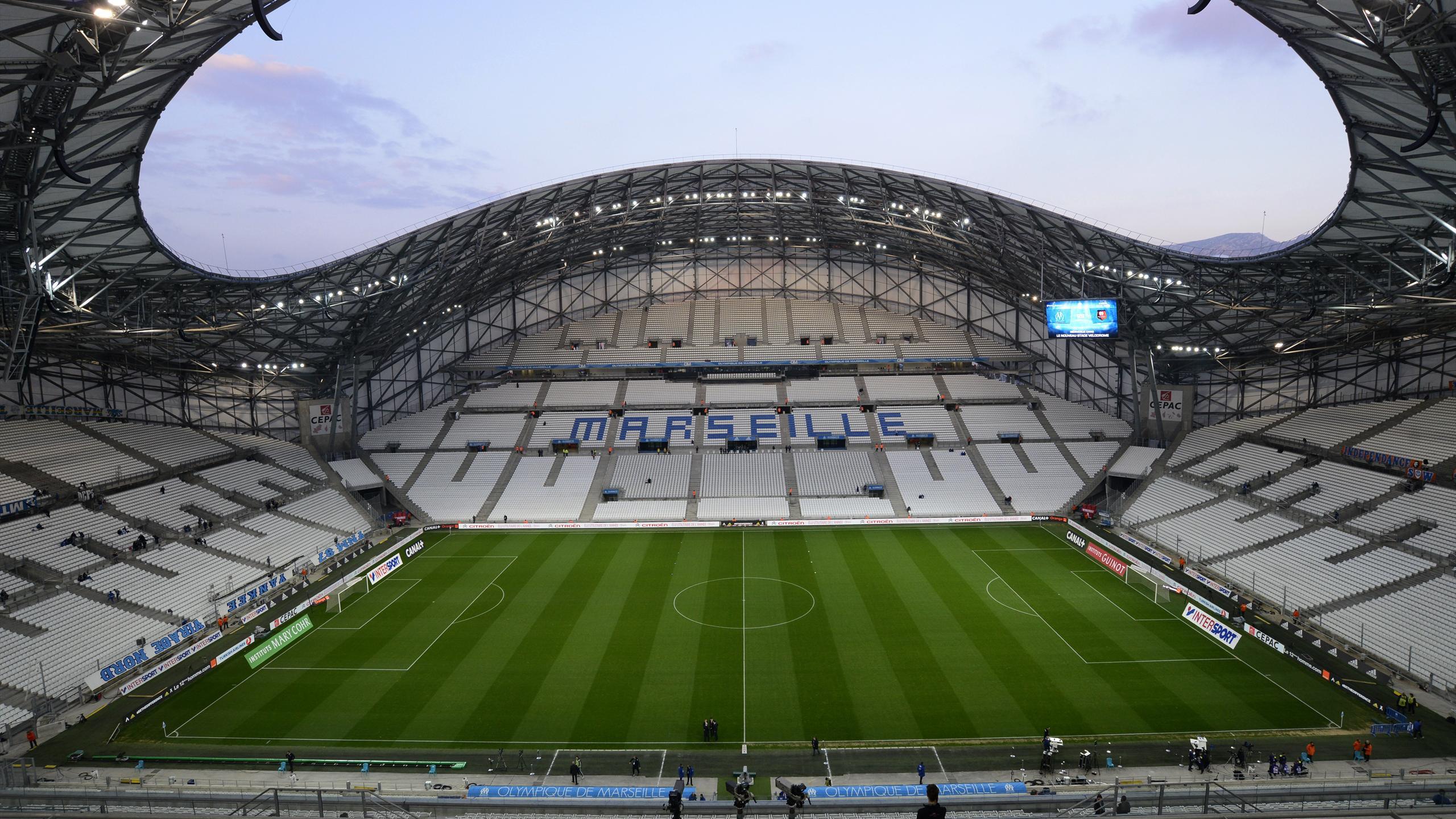 Notre top 10 des stades de l 39 euro 2016 eurosport for Garage de la riviera villeneuve d ascq
