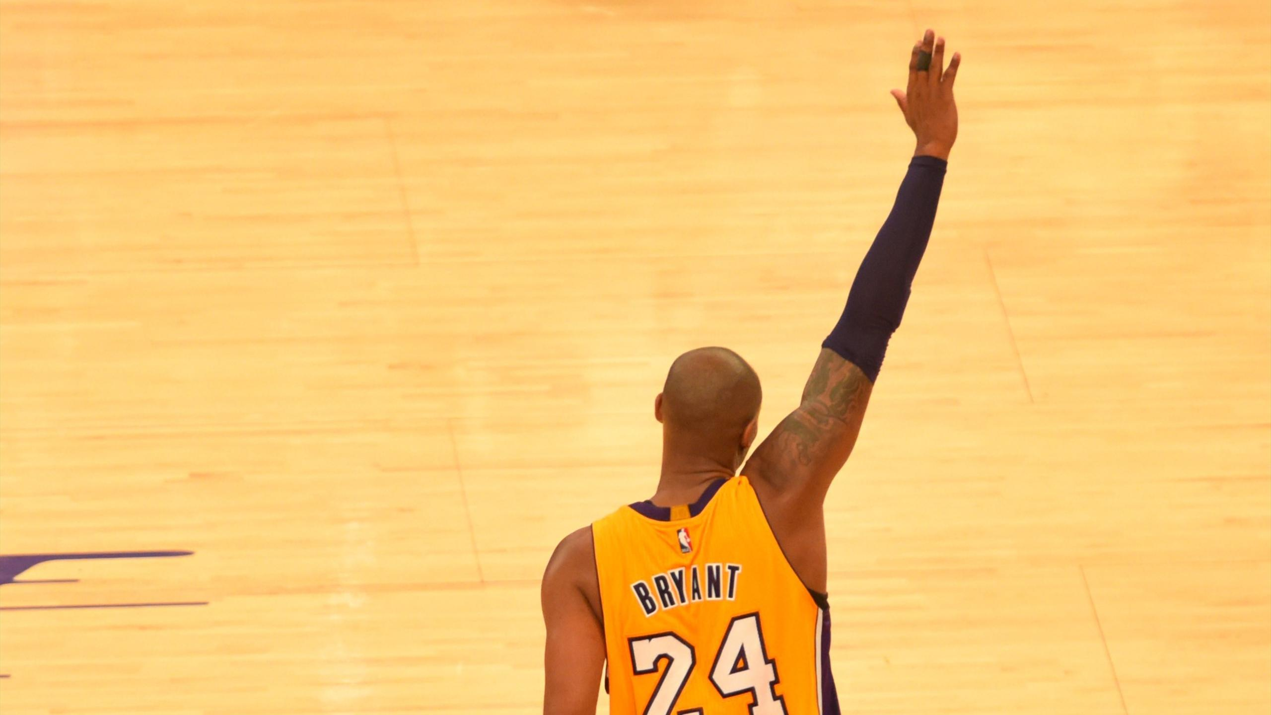 Kobe Bryant (Los Angeles Lakers) dit au revoir après son dernier match en NBA