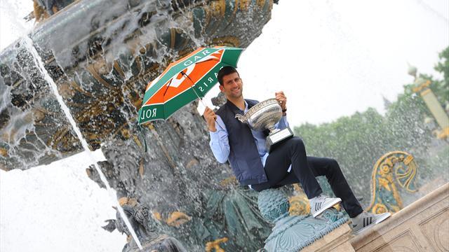 Djokovic célèbre son triomphe dans la capitale avec… son parapluie