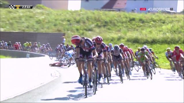 Horrible caída en los últimos kilómetros del Dauphiné