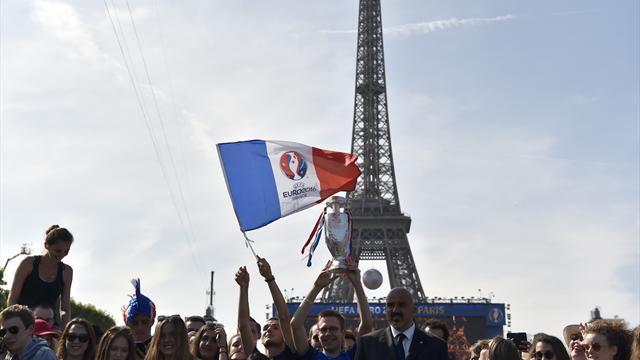 """France - Croatie : la tour Eiffel fermée dimanche pour """"raisons de sécurité"""""""