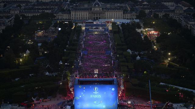 David Guetta, fan zone sécurisée, Tour Eiffel : la fête a battu son plein sur le Champ-de-Mars