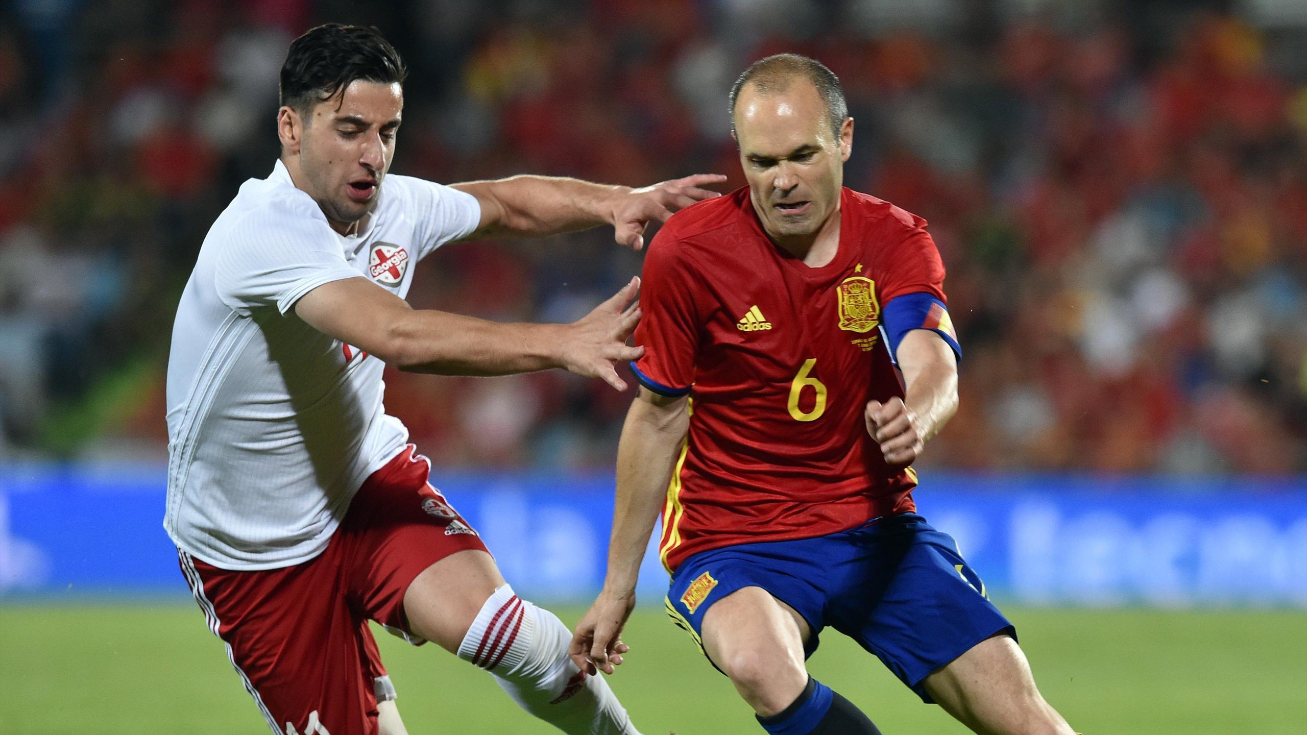 Andres Iniesta et l'Espagne débutent l'Euro sans sérénité