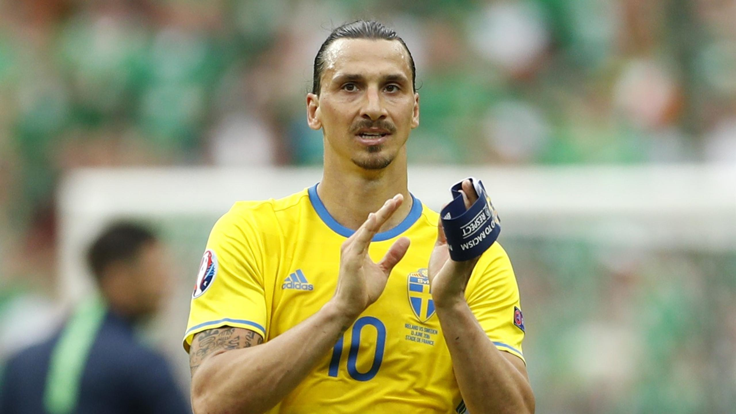 Sweden's Zlatan Ibrahimovic applauds fans after the game with the Republic of Ireland