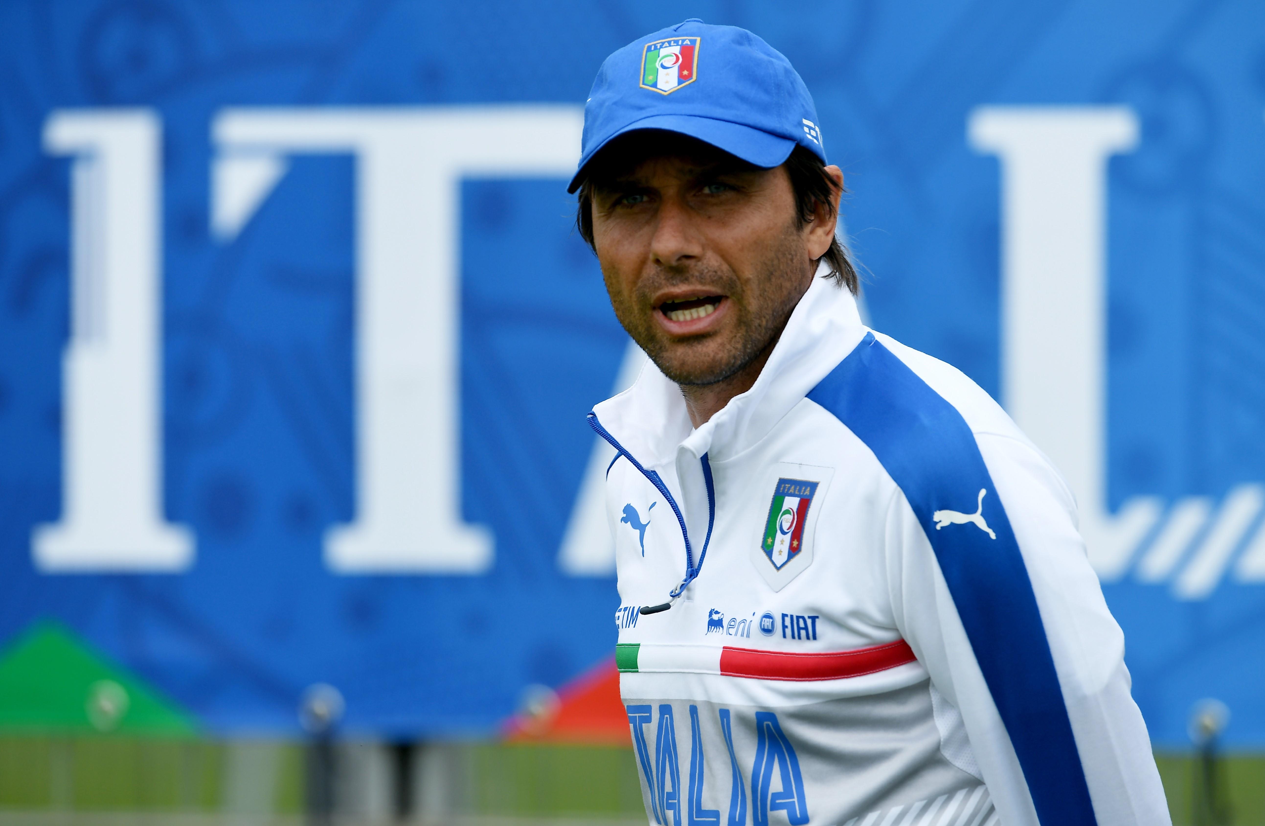 Antonio Conte à l'entrainement avec la Squadra Azzurra