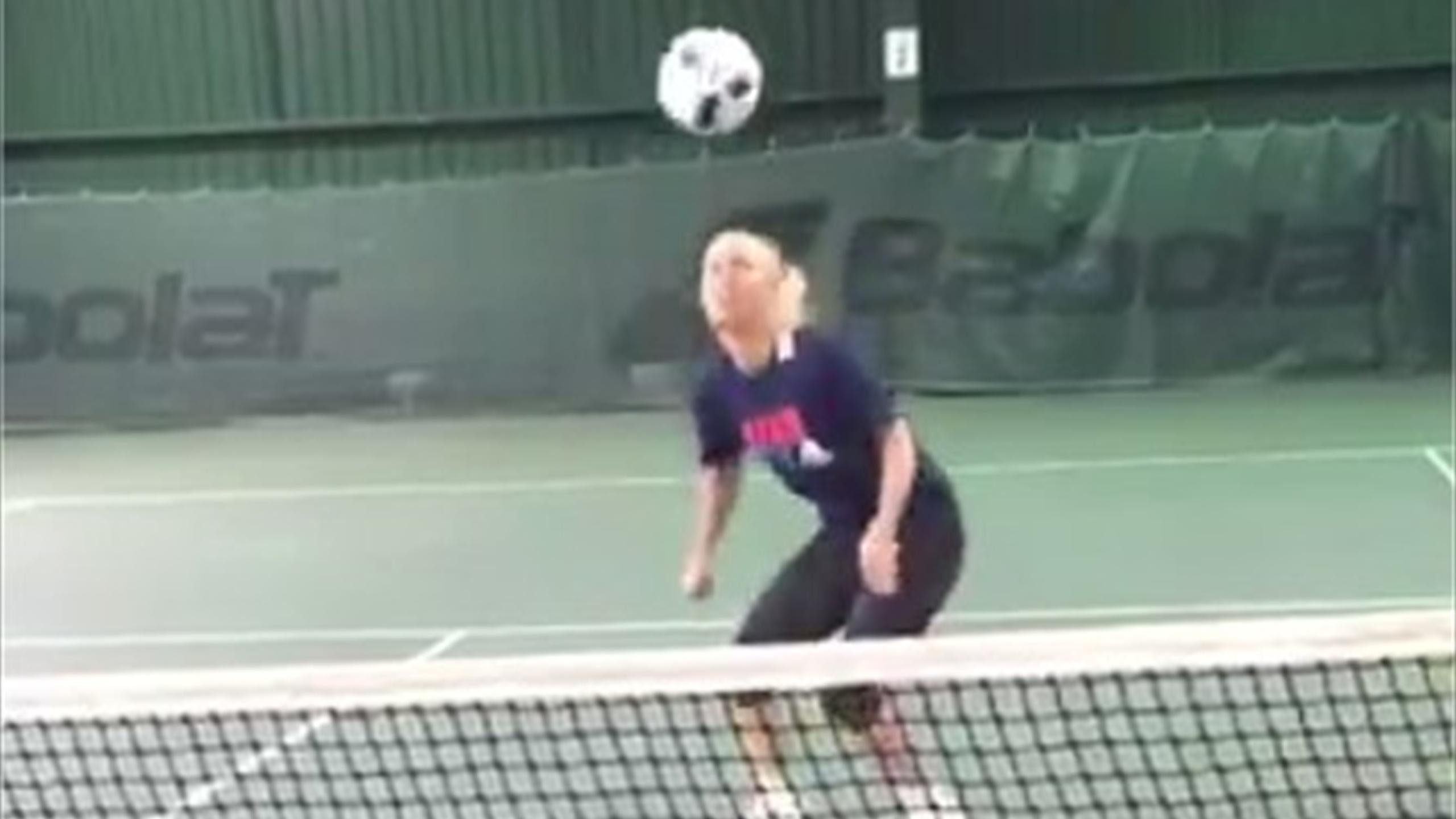 Caroline Wozniacki flaunts football skills… 'what happens during rain delays!' (Twitter)
