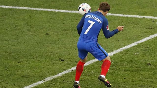 Sorti du banc, Griezmann s'est mué en sauveur : sa tête piquée qui a libéré les Bleus