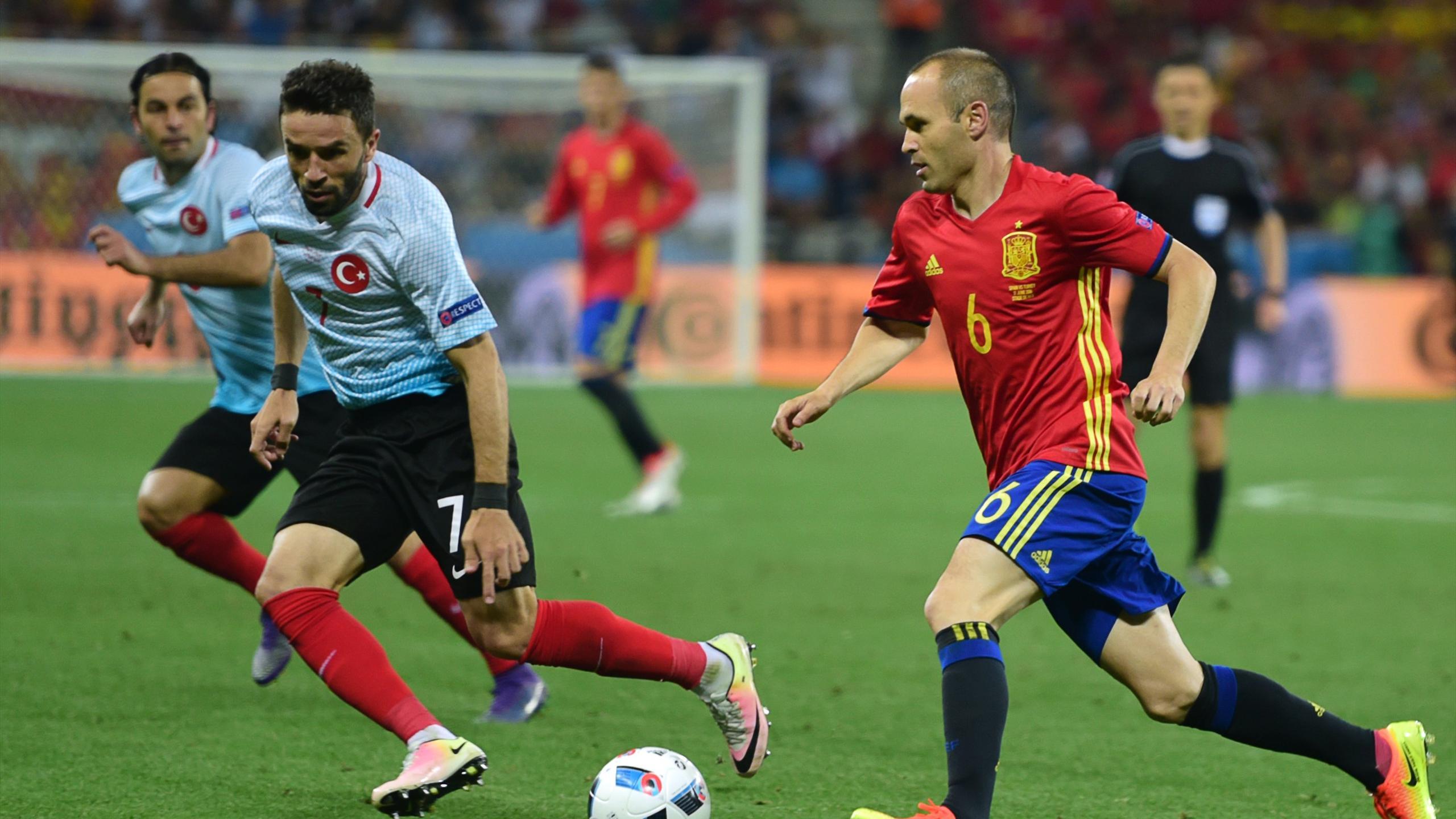 Andres Iniesta et l'Espagne dominateurs contre la Turquie