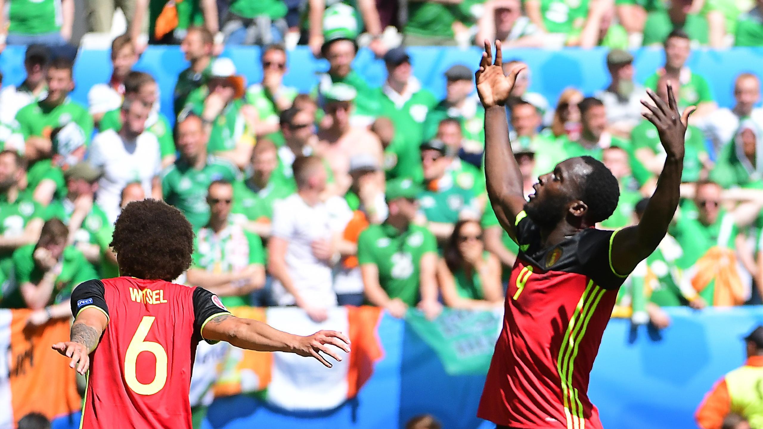 Romelu Lukaku et Axel Witsel célèbrent la domination de la Belgique sur l'Eire