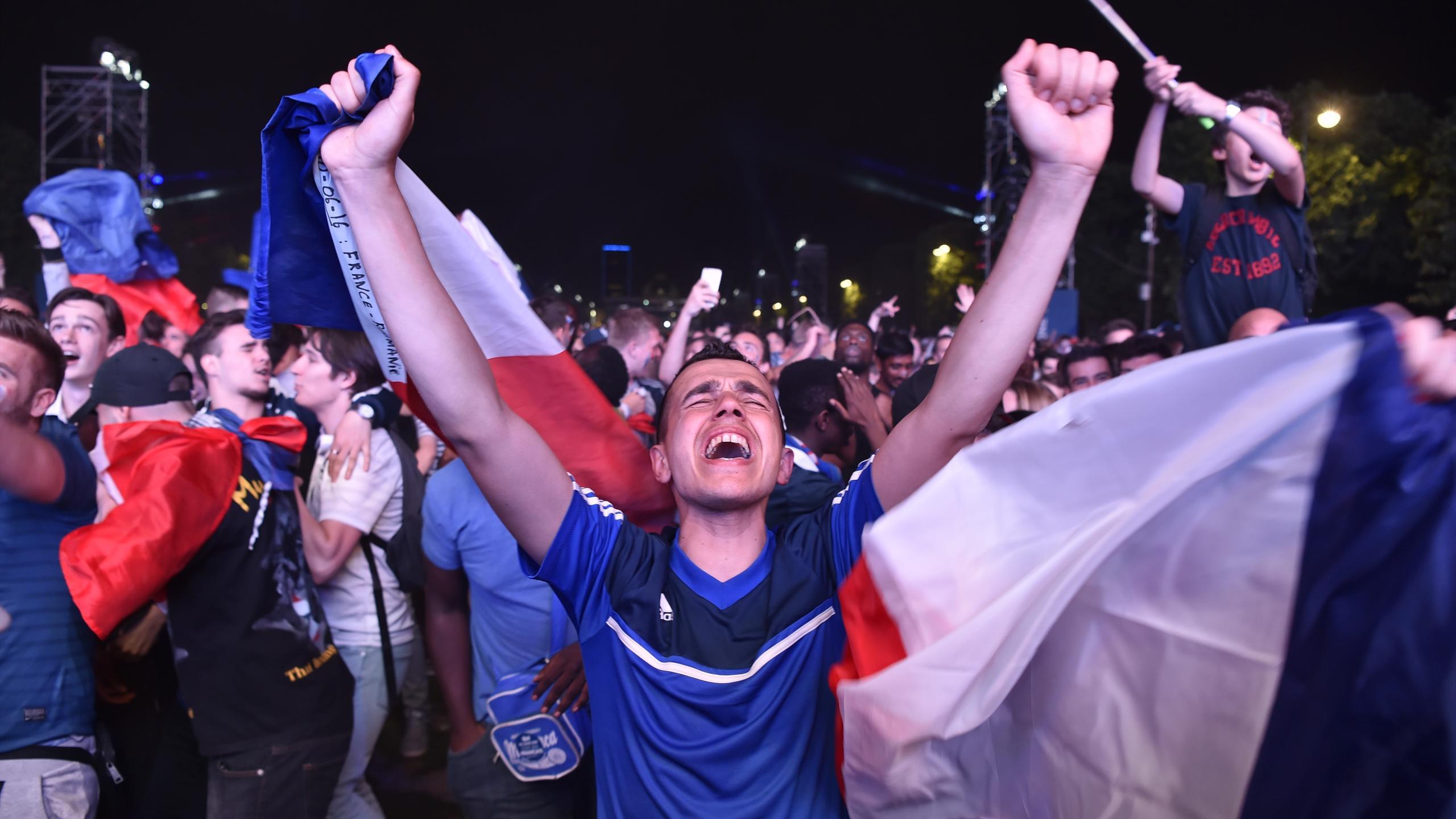 La délivrance des supporters français après le but de Dimitri Payet contre la Roumanie