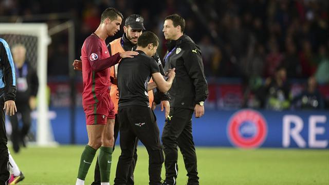 Malgré un match frustrant, Ronaldo a pris le temps d'aider un fan à prendre un selfie