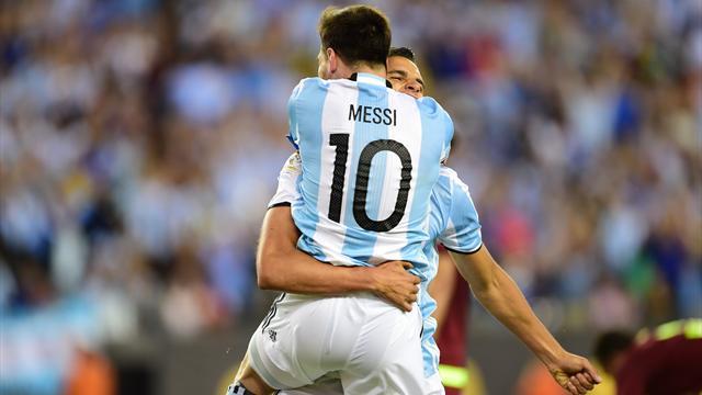 L'Argentine poursuit sa route, Messi entre dans l'histoire de son pays