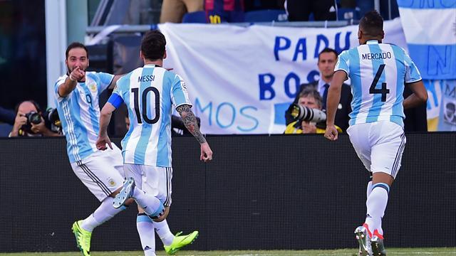 Un caviar et un but pour Messi, un doublé pour Higuain : le résumé de Venezuela - Argentine
