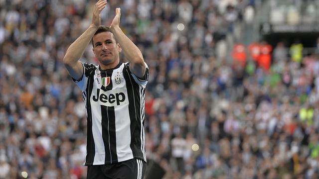 Calciomercato Juventus, Dani Alves è a Barcellona. Firma e visite in arrivo
