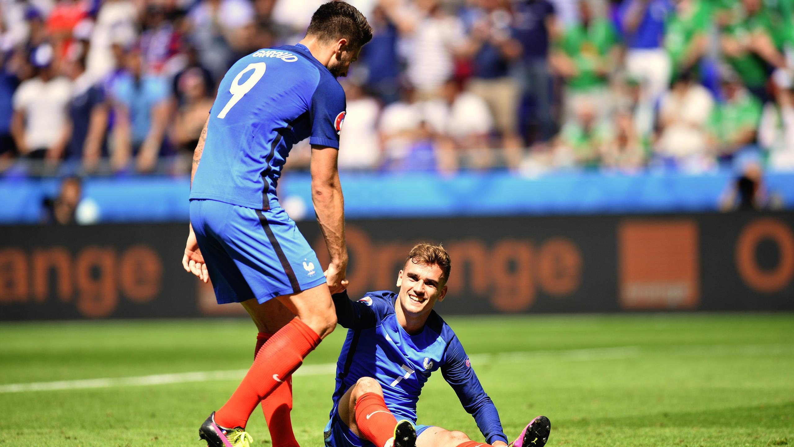 Giroud et Griezmann face à l'Irlande