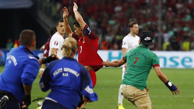 Quand un spectateur envahit le terrain pendant Pologne-Portugal, Ronaldo l'évite de justesse