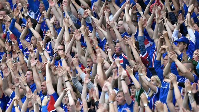 Les Islandais fêtés en héros à Reykjavik