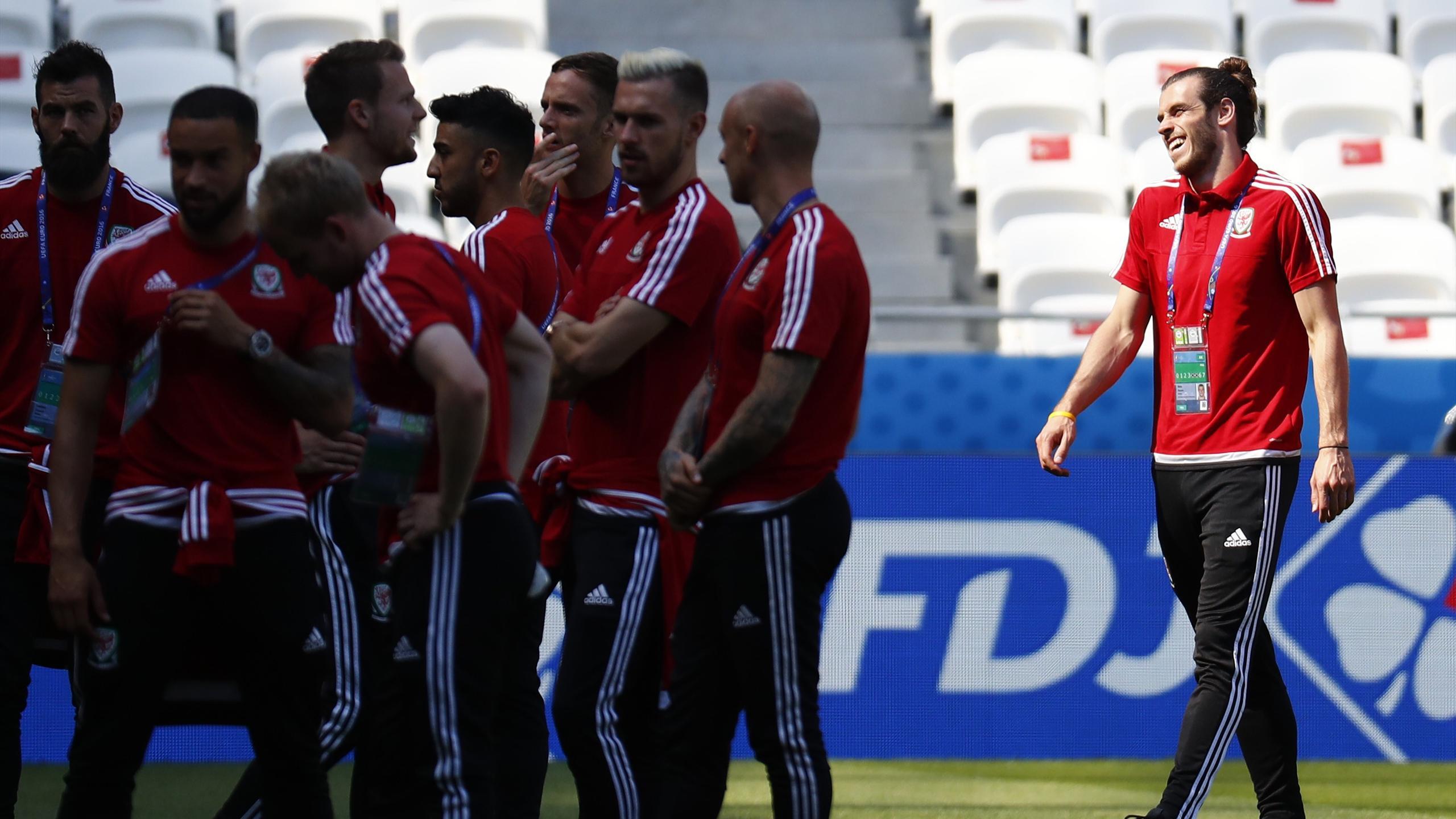 Gareth Bale cracks a smile