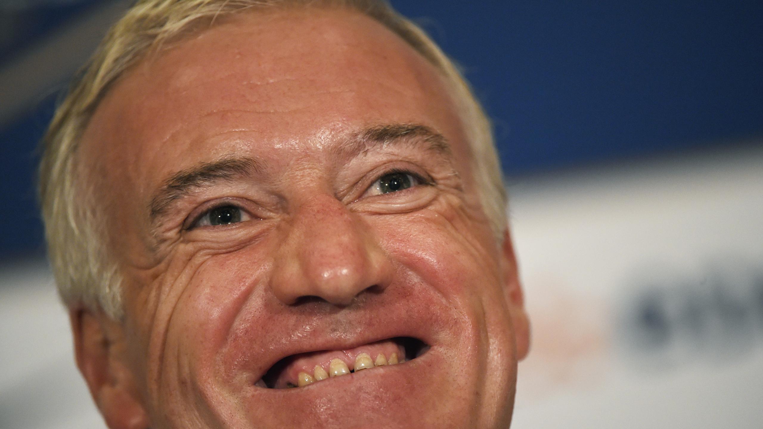 Didier Deschamps tout sourire lors de la conférence de presse de l'équipe de France