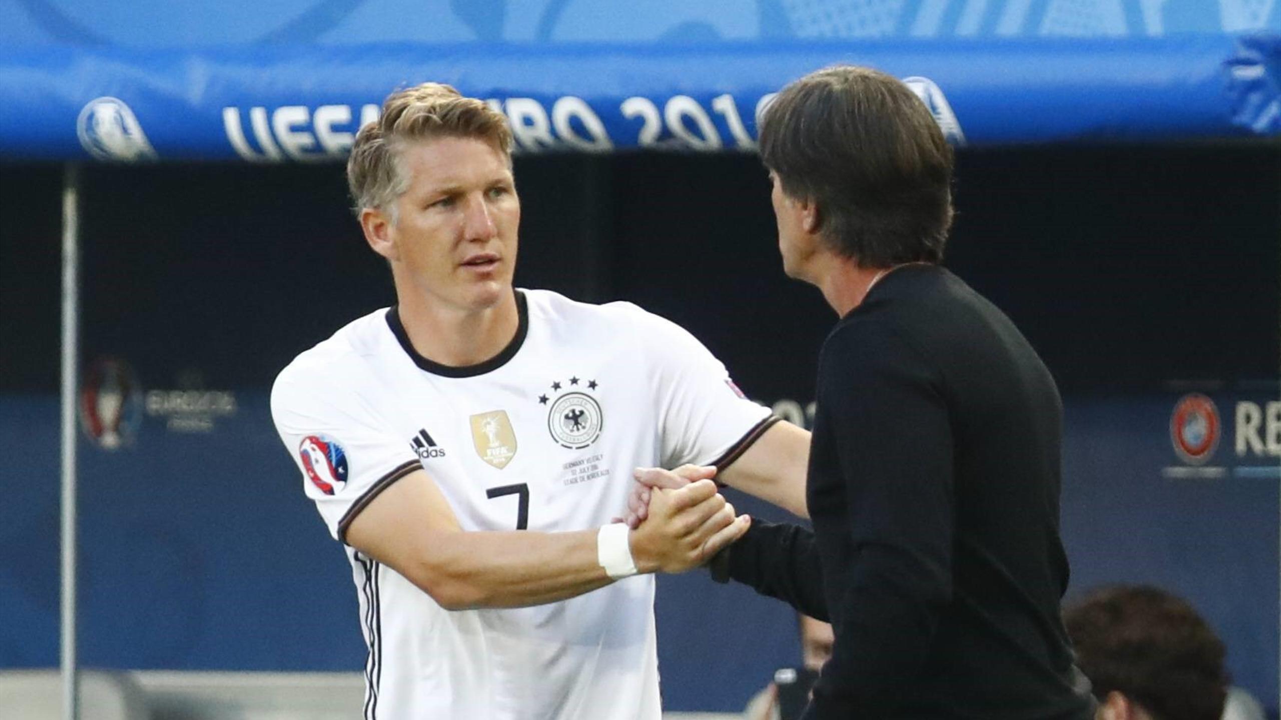 Bastian Schweinsteiger und Joachim Löw bei der EM 2016