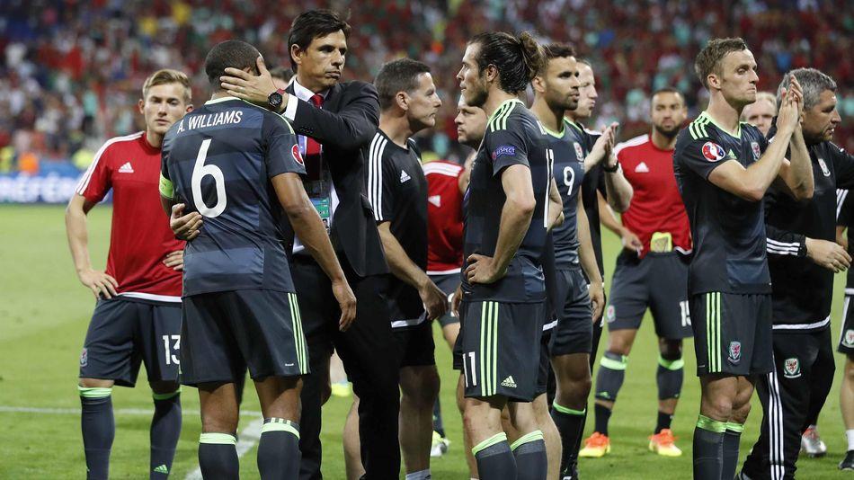 L'entraîneur du Pays de Galles, Coleman, au milieu de ses joueurs à l'Euro 2016.