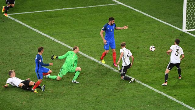 Neuer trop court sur sa sortie, Griezmann en a profité pour inscrire un doublé