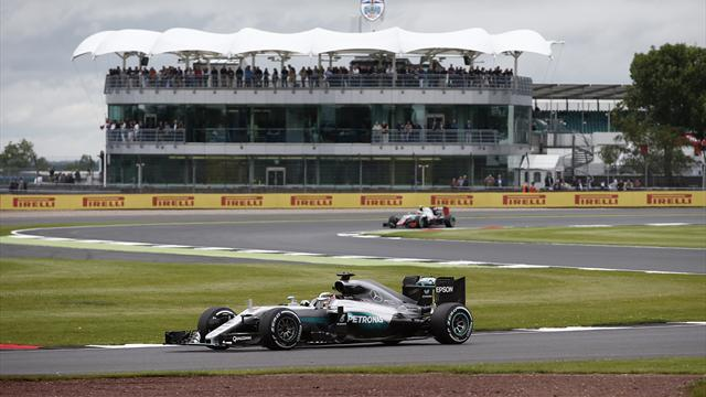 Pole para un Hamilton pletórico en Silverstone y digno papel de Sainz y Alonso