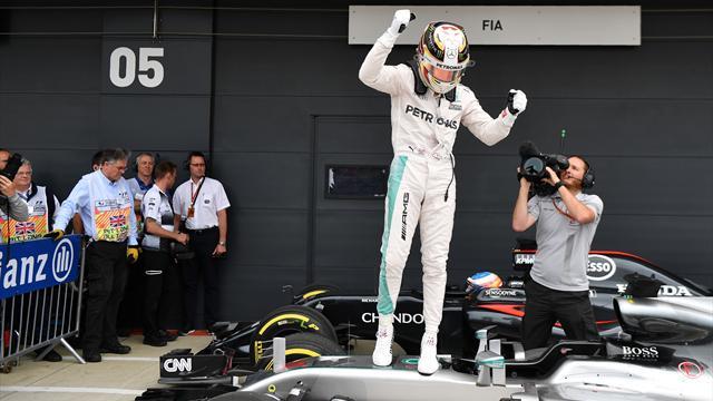 Hamilton vence en Silverstone y acaricia el liderato; Sainz, octavo