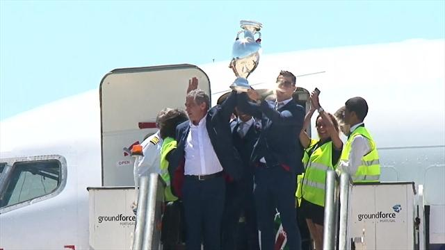 Thousands of fans greet Portugal on return to Lisbon