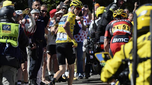 «Он ловит покемонов». Реакция твиттера на забег Фрума в гору без велосипеда