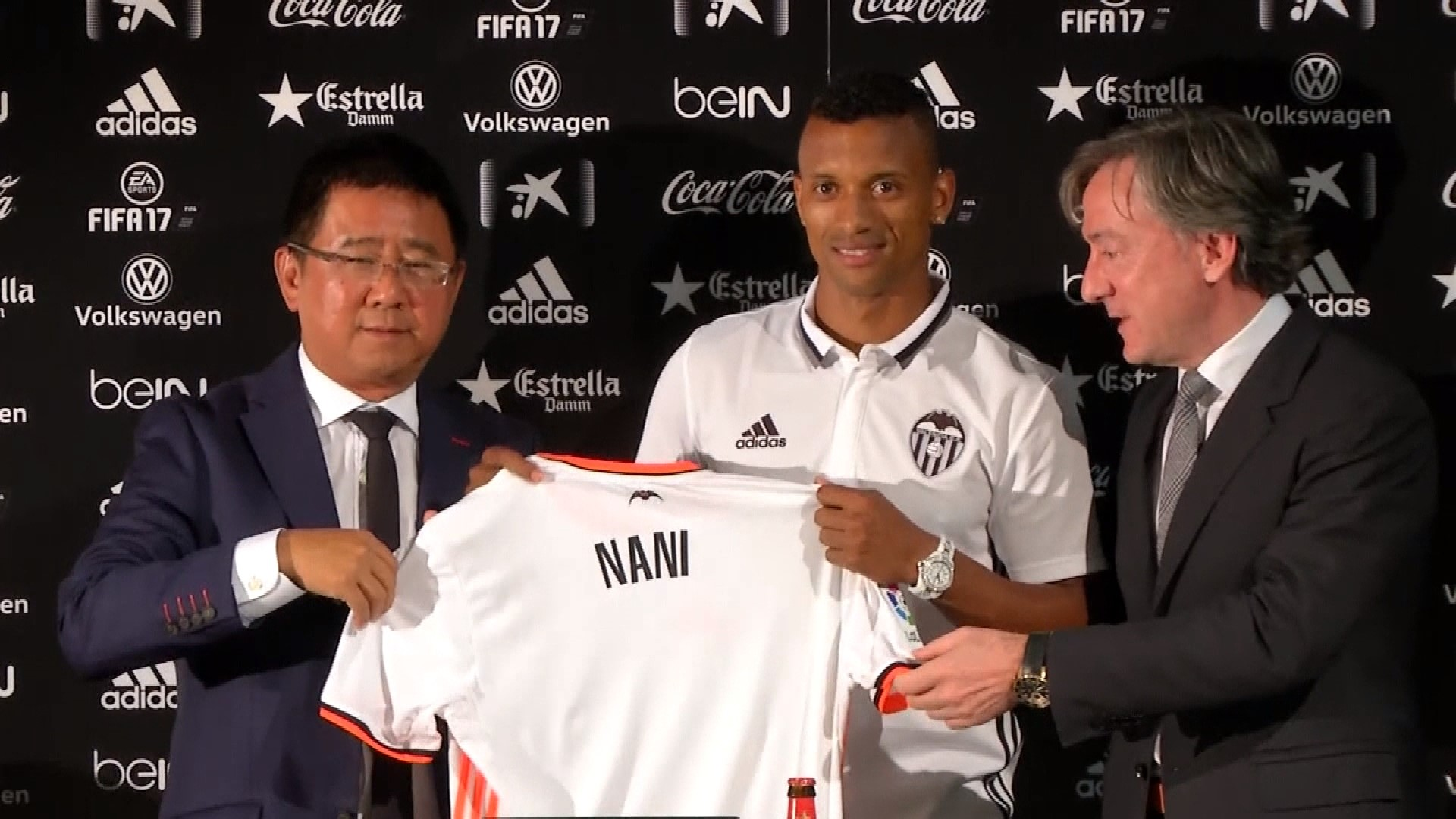 Liga: Valencia introduce new European Champion Nani + ITW